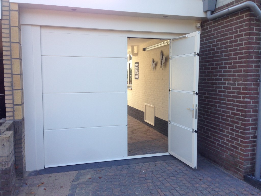Sectionaaldeur met loopdeur different doors garagedeuren - Deur kast garagedeur ...
